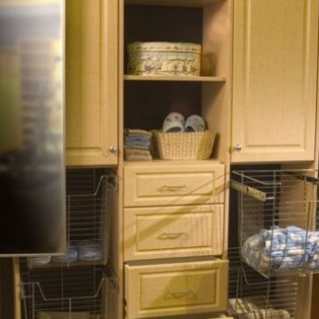 Closets to go Linen Reach In Closet Organizer